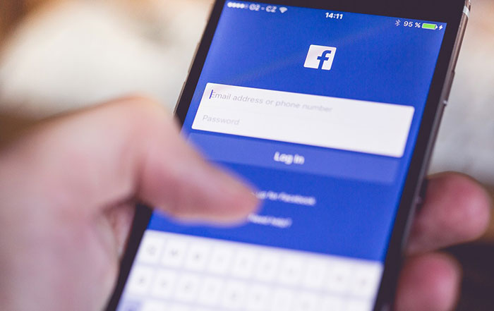 How to schedule a post on a Facebook Page